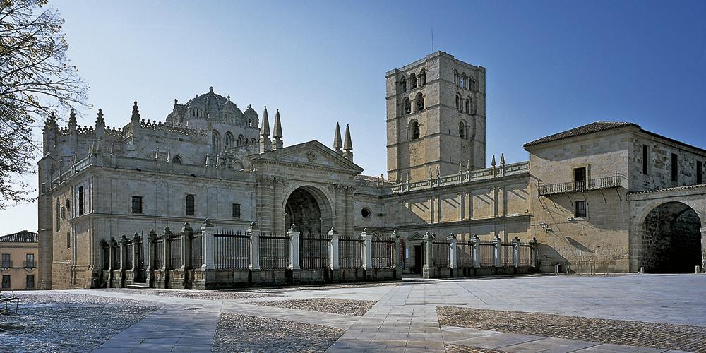 Catedral de san salvador en zamora for Catedral de zamora interior