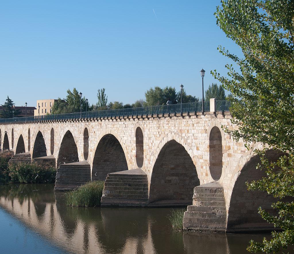 Puente de piedra for Oficina de turismo de zamora